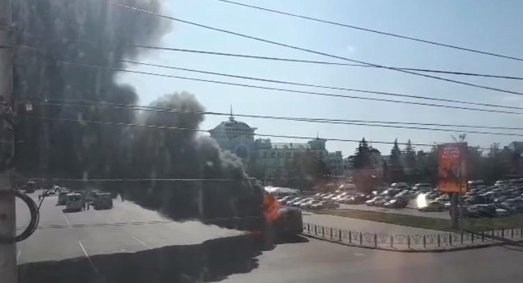 В Омске у ж/д вокзала вспыхнула «газель» #Омск #Общество #Сегодня