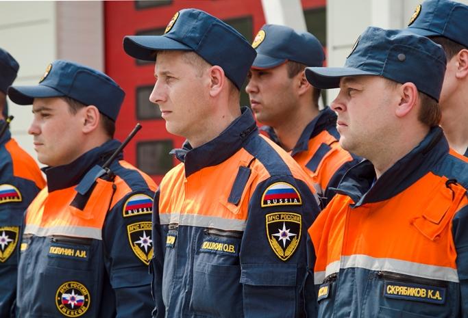 В Омске пожарные спасли девушку с горящего балкона на пятом этаже #Омск #Общество #Сегодня