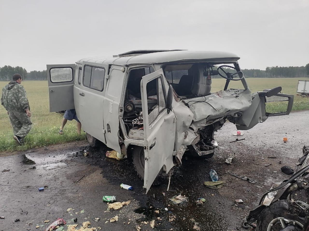 Страшное ДТП в Омской области: 3 человека погибли и 8 пострадали #Новости #Общество #Омск