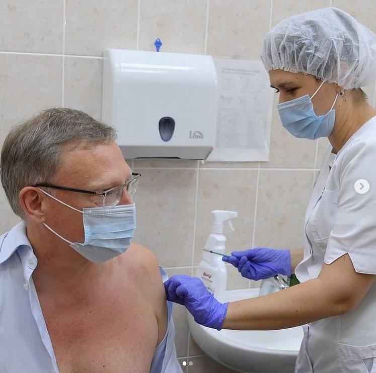 Бурков завершил вакцинацию от коронавируса #Новости #Общество #Омск