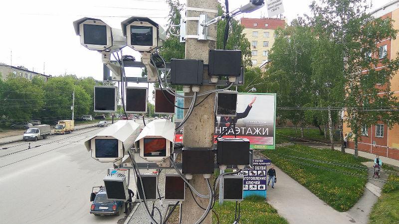 В Омске убирают таблички, указывающие на место фотовидеофиксации нарушений ПДД #Омск #Общество #Сегодня