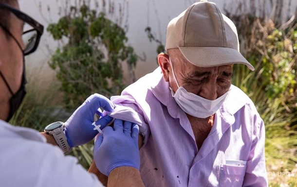 В США одну дозу COVID-вакцины получили 70% взрослых