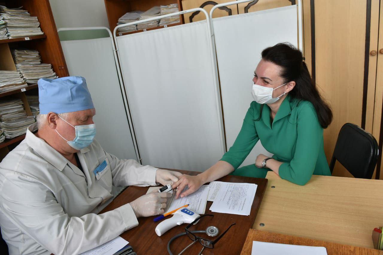 Учителя из Омска массово ставят прививки от ковида #Омск #Общество #Сегодня