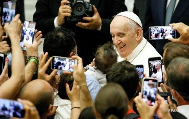 Конверт с тремя пулями: в Италии перехватили письмо Папе Римскому