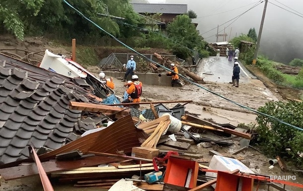 Наводнение в Японии унесло уже три жизни