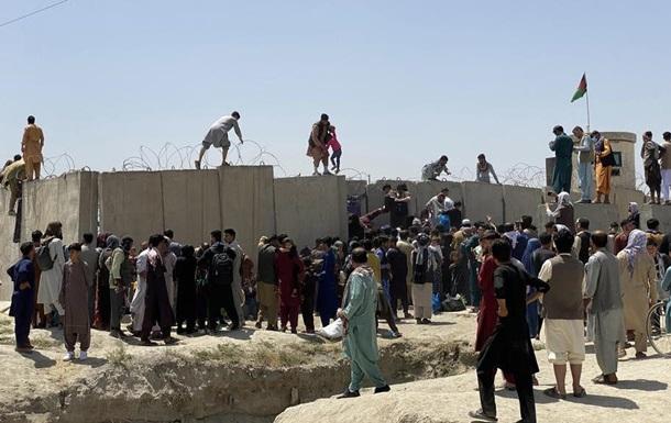 В аэропорту Кабула погибли несколько человек - СМИ