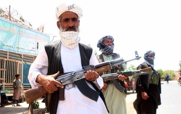 Талибы избили британца и его жену на пути к центру эвакуации – СМИ
