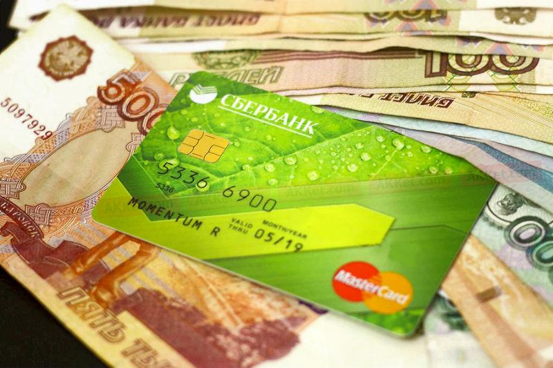 Омский таксист нашел в машине чужие карты и отправился тратить с них деньги #Омск #Общество #Сегодня