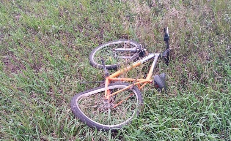 Под Омском на проселочной дороге сбили юного велосипедиста #Омск #Общество #Сегодня