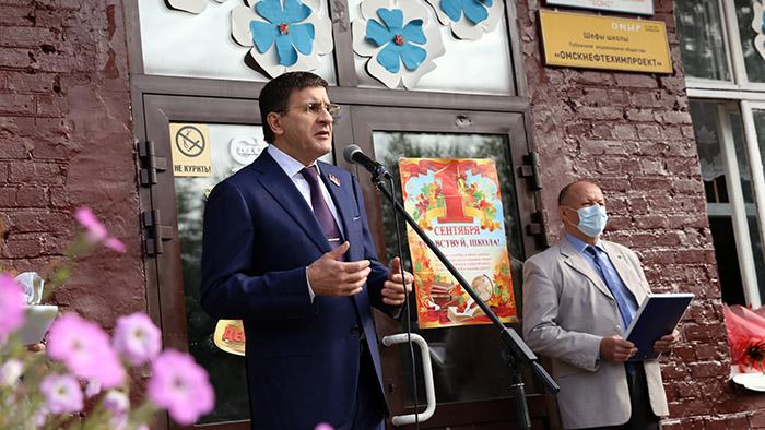Омские первоклассники получили в подарок мюзикл #Омск #Общество #Сегодня