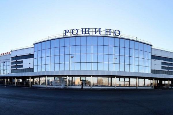 Буйного омича, ругавшегося матом в самолете, пришлось успокаивать полиции #Омск #Общество #Сегодня