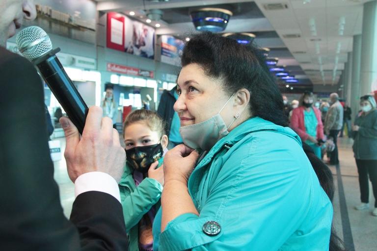 Миллионному пассажиру Омского аэропорта подарили бесплатный перелет на двоих #Новости #Общество #Омск