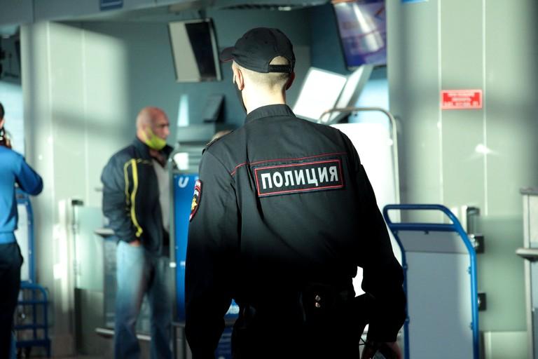 Омичка вернулась с заграничного отдыха и сразу оказалась в ИВС #Новости #Общество #Омск