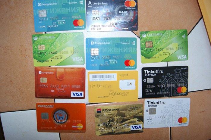 Сотрудница банка в Омской области похищала деньги с чужих кредиток #Новости #Общество #Омск