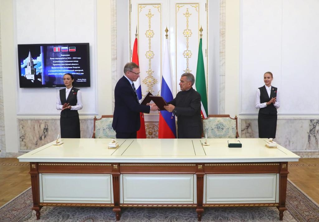 Президент в Кремле вручил Буркову медаль #Новости #Общество #Омск