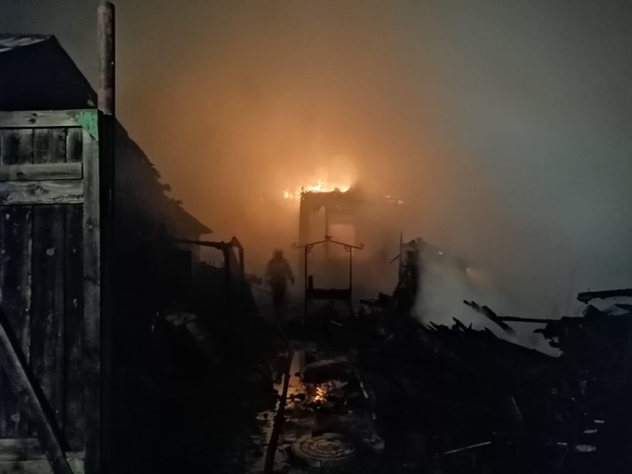 В Омске сгорели 3 частных дома #Новости #Общество #Омск