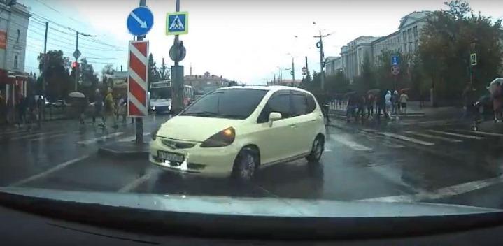Молодого омича поймали на откровенном беспределе на дороге #Омск #Общество #Сегодня