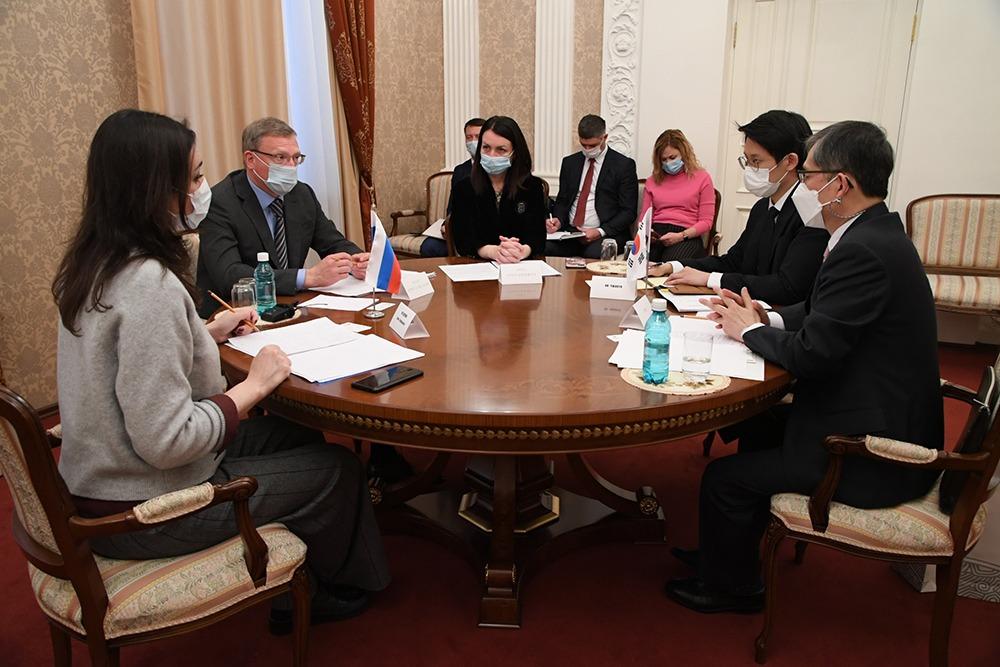 Бурков и Фадина приняли высокопоставленного корейца #Омск #Общество #Сегодня