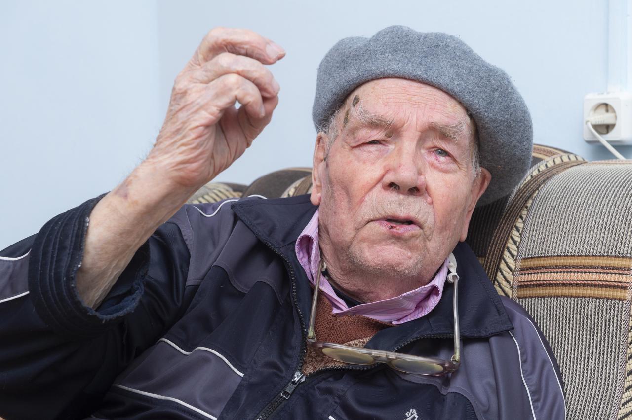 Столетний участник войны проголосовал на выборах в Омске #Омск #Общество #Сегодня