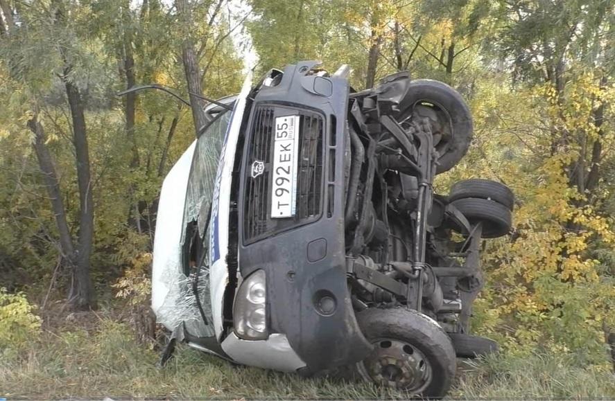 В Омске после столкновения с «тойотой» опрокинулась маршрутка #Новости #Общество #Омск