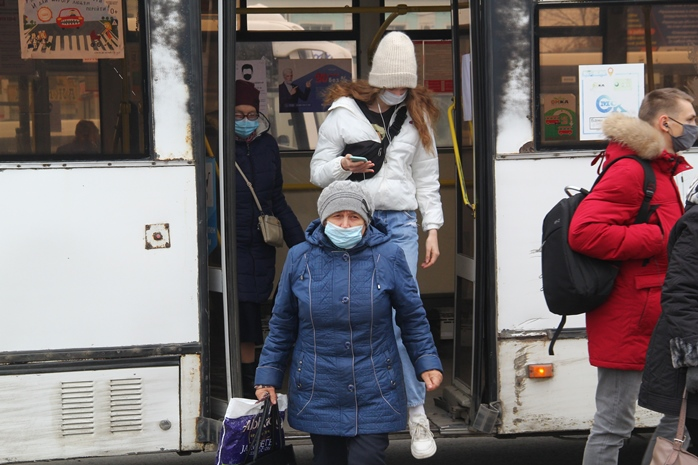 «Уровень заболеваемости не снижается»: в Омске посчитали противников масок #Омск #Общество #Сегодня