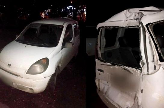 В Омске коптильщик рыбы угнал машину и врезался в дерево #Омск #Общество #Сегодня