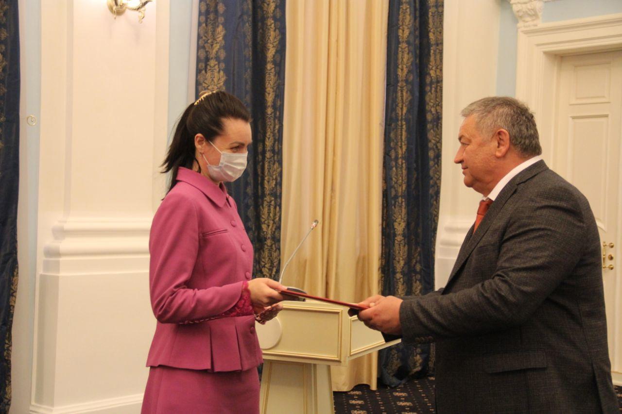 Фадиной вручили удостоверение депутата Госдумы #Омск #Общество #Сегодня