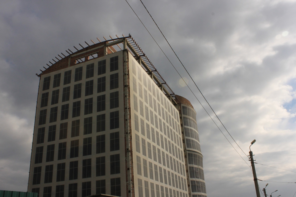 Недострой у Телецентра в Омске продают за 110 млн