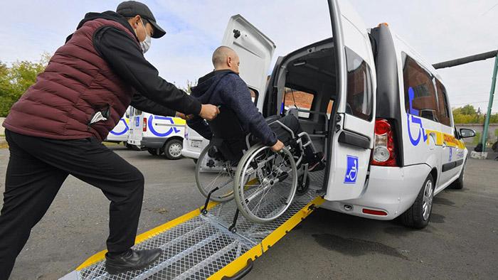 В Омске купили новые Lada Largus для транспортировки инвалидов-колясочников #Новости #Общество #Омск