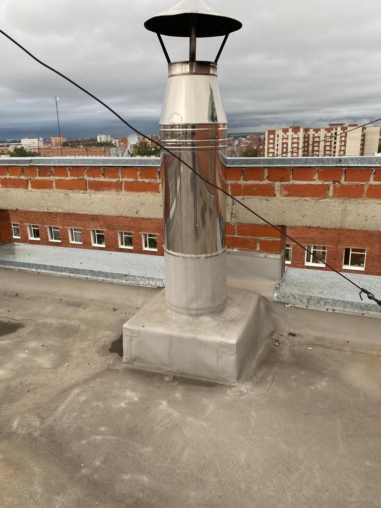 Омич оборудовал камин в квартире и вывел дымоход на крышу дома #Новости #Общество #Омск