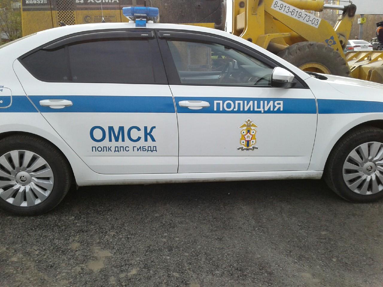 В центре Омска ребенок не по правилам переходил оживленную дорогу и попал под машину #Новости #Общество #Омск