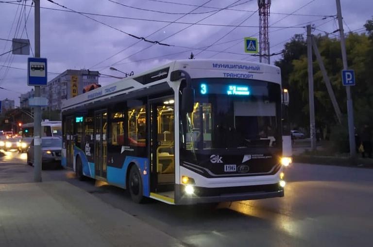 Троллейбусы в Омске перестанут останавливаться у «Юного техника» #Омск #Общество #Сегодня