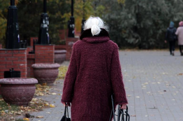 Омич воспользовался такси, чтобы украсть сумку у пенсионерки #Омск #Общество #Сегодня