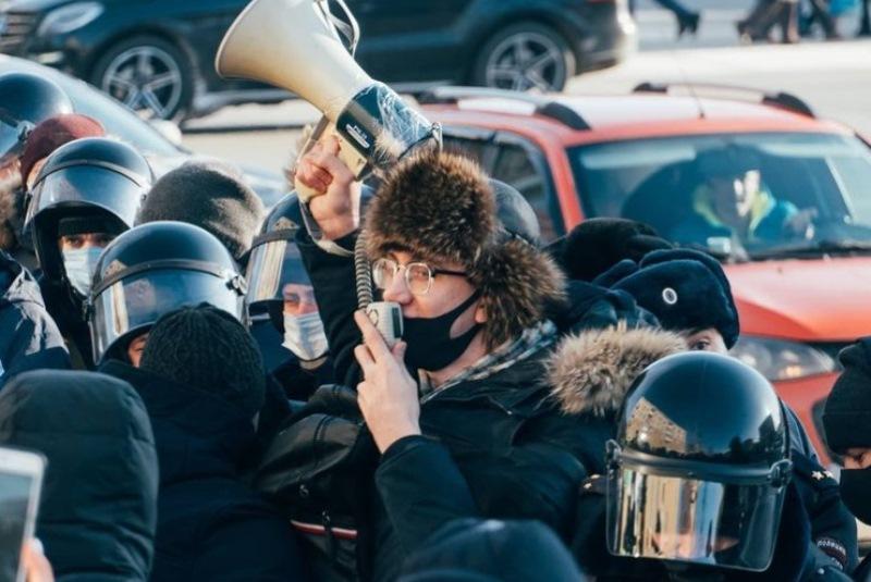 Омич заплатит 1,6 млн за митинг в поддержку Навального #Омск #Общество #Сегодня