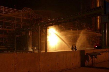 Загорелся полимерный завод в Омске