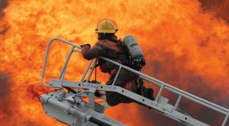 Удар молнии спровоцировал пожар в учебном учреждении.