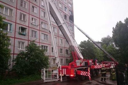 Загорелся девятиэтажный дом в Омске.