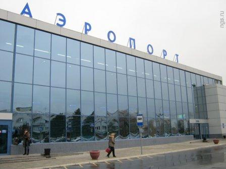 Водители спецмашин в омском аэропорту подали обращение в прокуратуру.