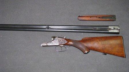 В селе Александровское мужчина стрелял с ружья из окна автомобиля.