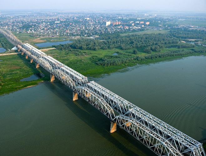 В Омской области железнодорожный мост будут освещать светодиодами