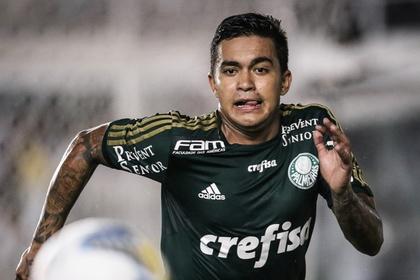 Бразильский футболист сломал тренеру руку во время матча