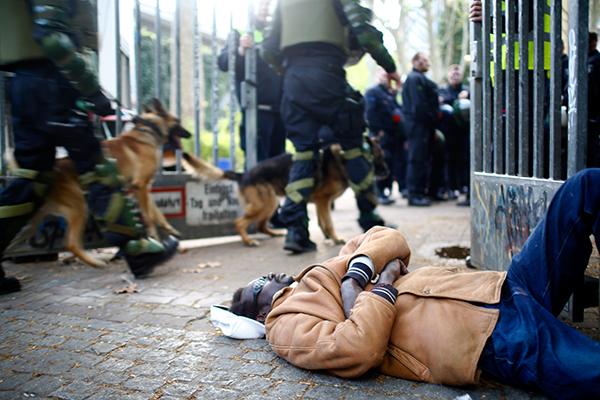 Почему борьба с продажей наркотиков в берлинском парке стала большой проблемой: Политика: Мир: