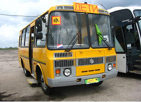 Назаров заберет служебный транспорт районных чиновников, чтобы отправить детей в школу