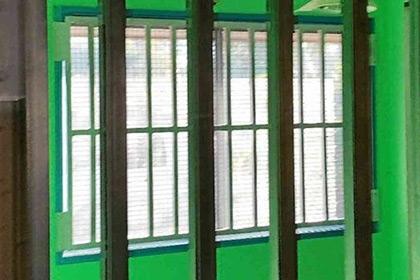В Австралии мать построила клетку для сына-наркомана