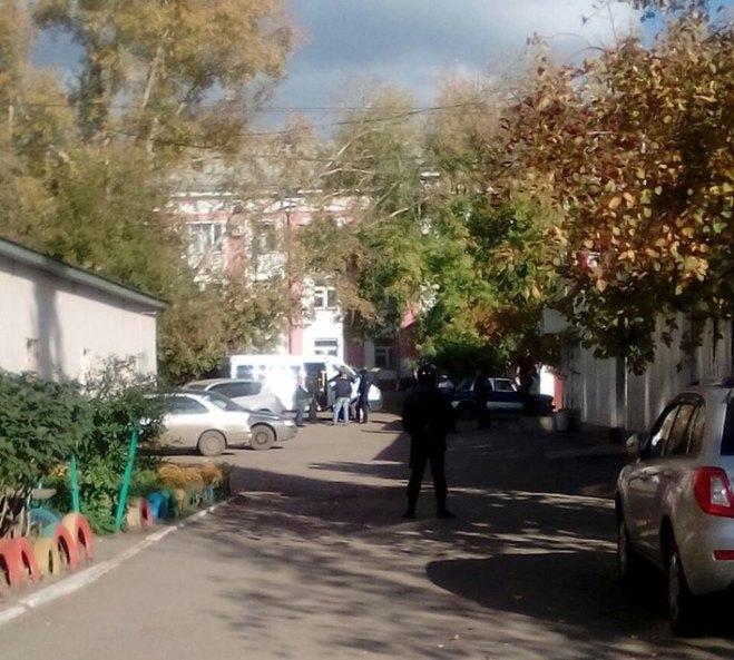 Омич открыл стрельбу по прохожим, а потом застрелился сам