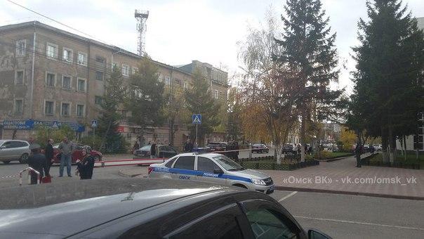 Из-за коробки с тортом эвакуировали чиновников из здания омского Минфина