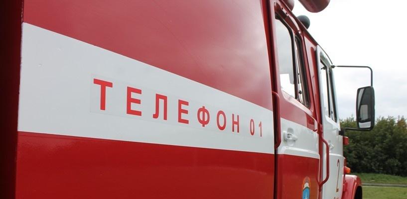 В Омске одноэтажное торговое помещение загорелось в Ленинском округе