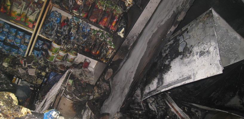 В Омске из-за замыкания холодильника сгорел магазин