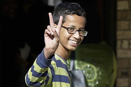 Сделавший похожий на бомбу будильник школьник уедет из США в Катар