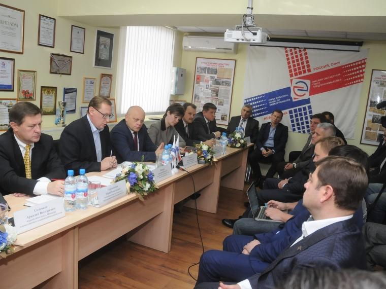 Омские бизнесмены попросили внимания и поддержки губернатора